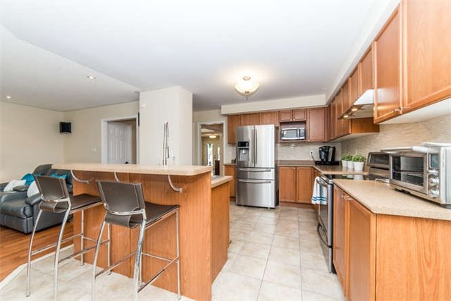 Detached at 112 Carnwith Dr E, Whitby, Ontario. Image 18