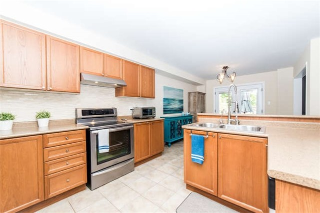 Detached at 112 Carnwith Dr E, Whitby, Ontario. Image 19