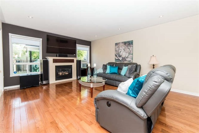 Detached at 112 Carnwith Dr E, Whitby, Ontario. Image 2