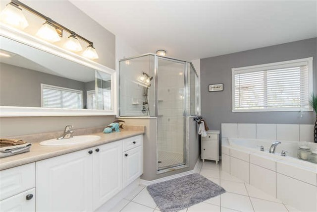 Detached at 112 Carnwith Dr E, Whitby, Ontario. Image 5