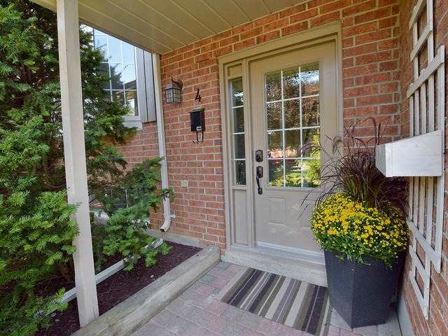 Detached at 4 Applewood Cres, Scugog, Ontario. Image 12