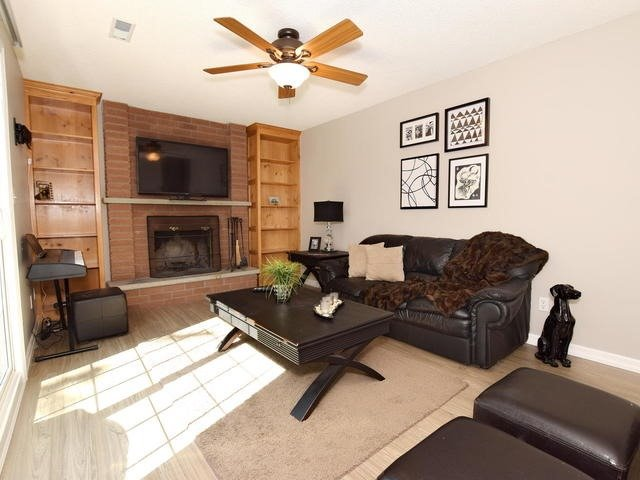 Detached at 4 Applewood Cres, Scugog, Ontario. Image 3