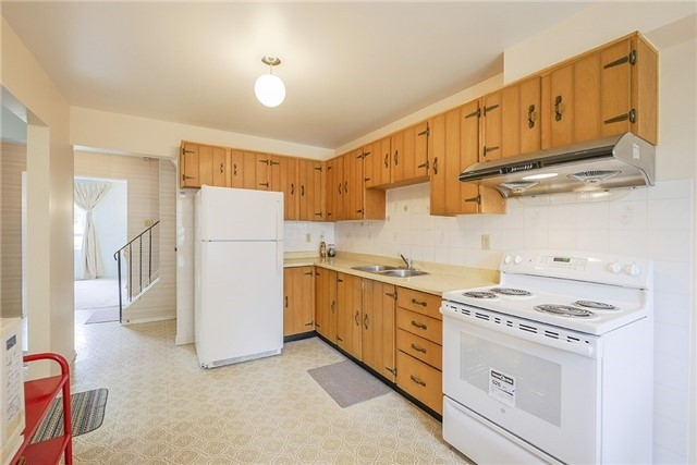 Semi-detached at 30 Withycombe Cres, Toronto, Ontario. Image 4