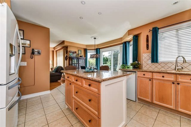 Detached at 25 Constance Dr, Whitby, Ontario. Image 17