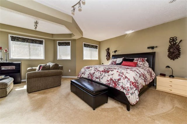 Detached at 25 Constance Dr, Whitby, Ontario. Image 3