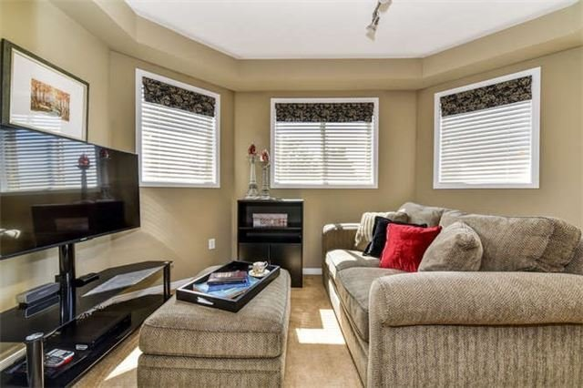 Detached at 25 Constance Dr, Whitby, Ontario. Image 4