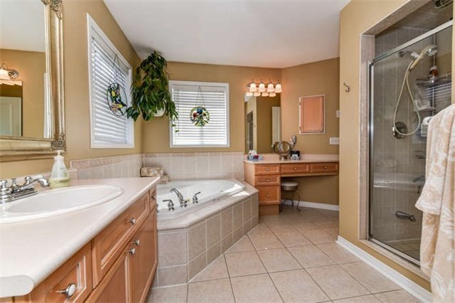 Detached at 25 Constance Dr, Whitby, Ontario. Image 5