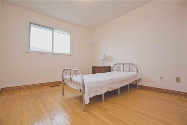 Detached at 125 Purcell Sq, Toronto, Ontario. Image 6