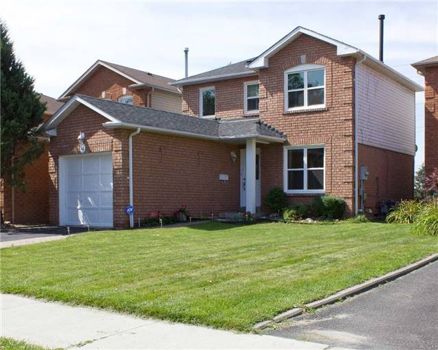 Link at 62 Sable Cres, Whitby, Ontario. Image 7