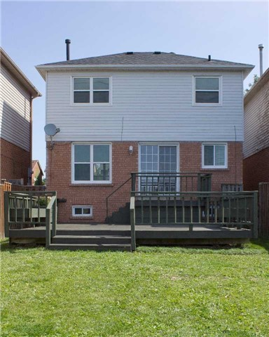 Link at 62 Sable Cres, Whitby, Ontario. Image 9