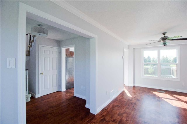 Link at 62 Sable Cres, Whitby, Ontario. Image 3