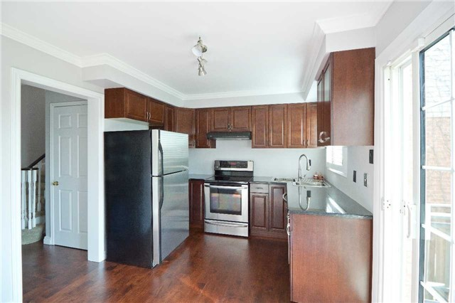 Link at 62 Sable Cres, Whitby, Ontario. Image 6