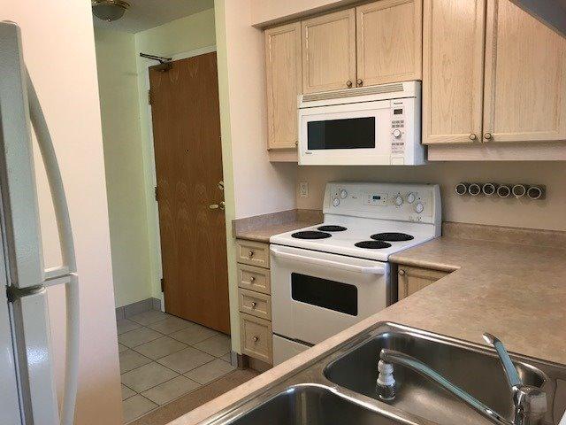 Condo Apartment at 452 Scarborough Golf Clu Rd, Unit 205, Toronto, Ontario. Image 8