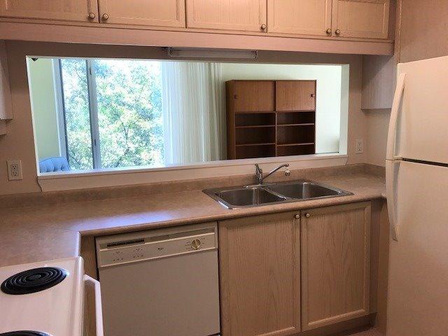 Condo Apartment at 452 Scarborough Golf Clu Rd, Unit 205, Toronto, Ontario. Image 9