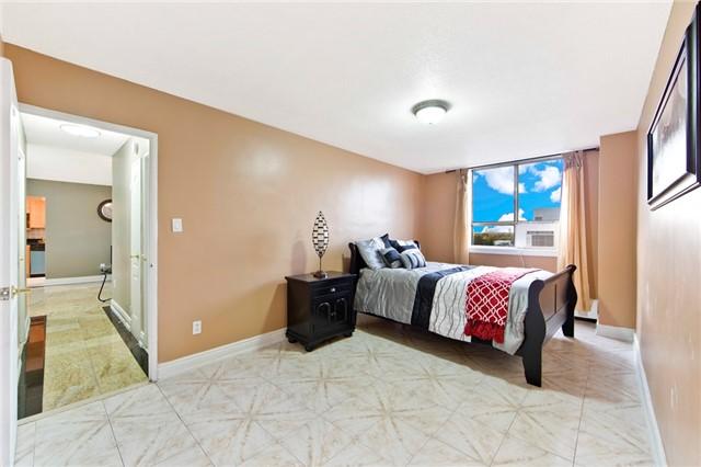 Condo Apartment at 180 Markham Rd, Unit 714, Toronto, Ontario. Image 3