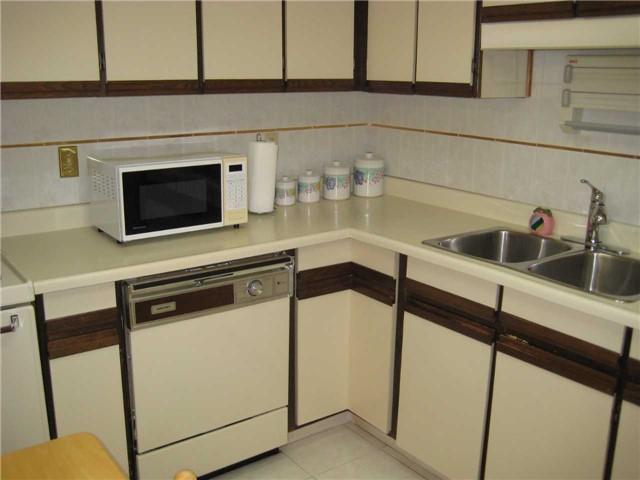 Condo Apartment at 10 Dean Park Rd, Unit 417, Toronto, Ontario. Image 13