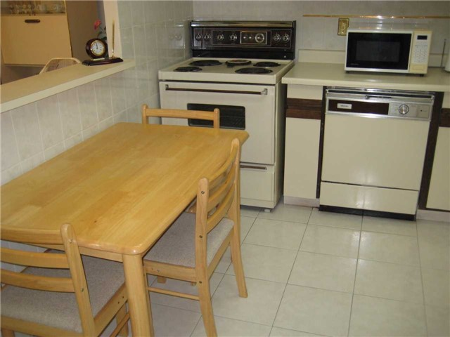Condo Apartment at 10 Dean Park Rd, Unit 417, Toronto, Ontario. Image 14