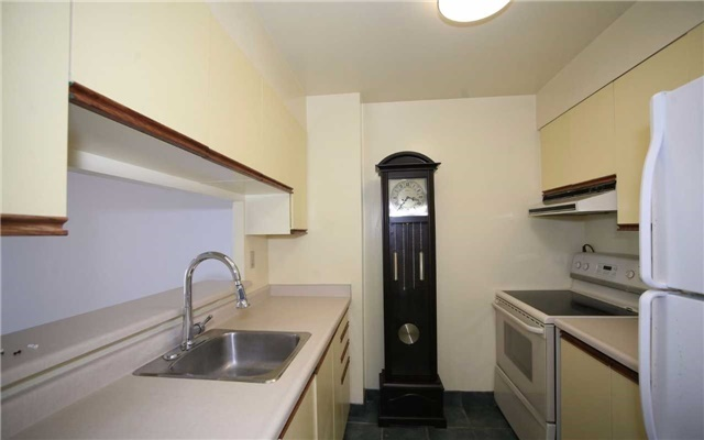 Condo Apartment at 1655 Pickering Pkwy, Unit Ph09, Pickering, Ontario. Image 18