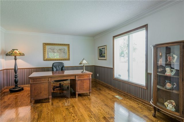 Detached at 1616 Victoria St W, Whitby, Ontario. Image 3