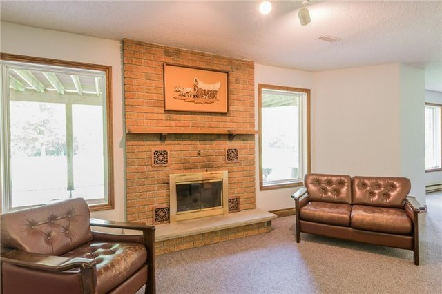 Detached at 1616 Victoria St W, Whitby, Ontario. Image 8
