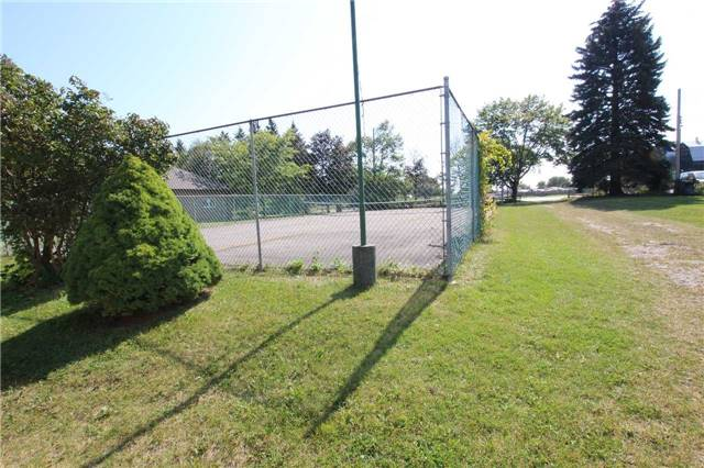 Detached at 1616 Victoria St W, Whitby, Ontario. Image 13