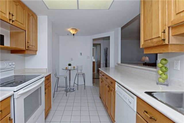 Condo Apartment at 20 Guildwood Pkwy, Unit 605, Toronto, Ontario. Image 17