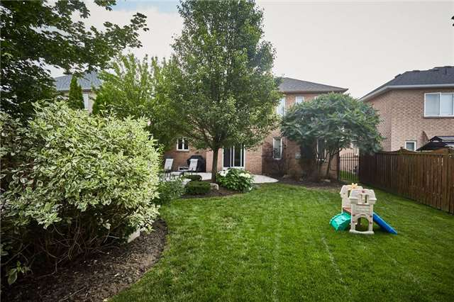 Detached at 164 Sprucewood Cres, Clarington, Ontario. Image 10