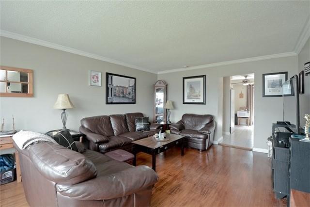 Semi-detached at 77 Russett Ave, Oshawa, Ontario. Image 14