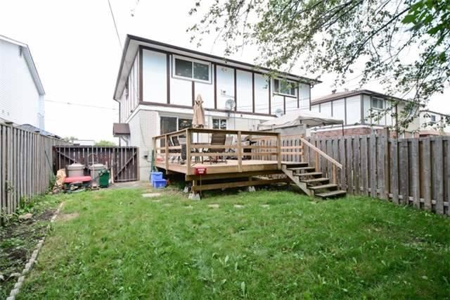 Semi-detached at 77 Russett Ave, Oshawa, Ontario. Image 11
