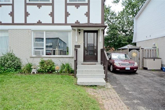 Semi-detached at 77 Russett Ave, Oshawa, Ontario. Image 13