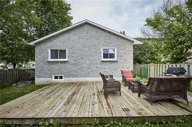 Detached at 32 Regency Cres, Whitby, Ontario. Image 14