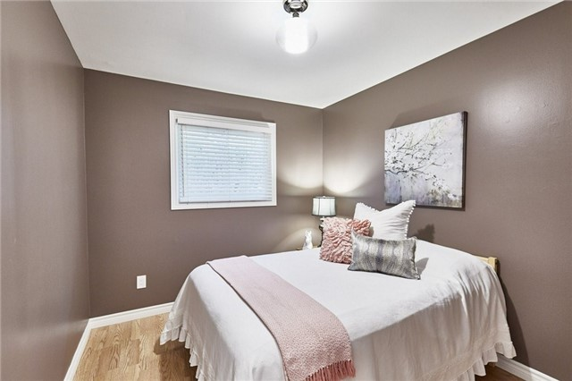Detached at 32 Regency Cres, Whitby, Ontario. Image 4
