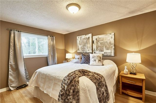 Detached at 32 Regency Cres, Whitby, Ontario. Image 8