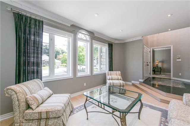 Detached at 14 Leander Crt, Toronto, Ontario. Image 10
