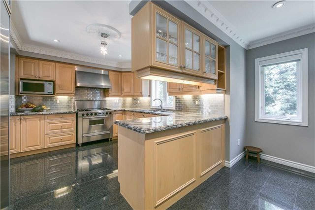 Detached at 14 Leander Crt, Toronto, Ontario. Image 15