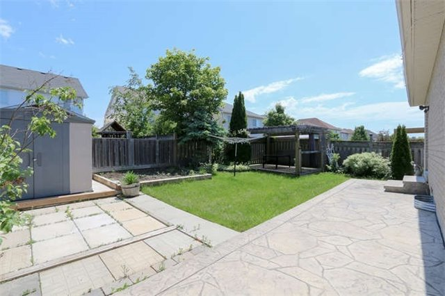 Detached at 3261 Country Lane, Whitby, Ontario. Image 11