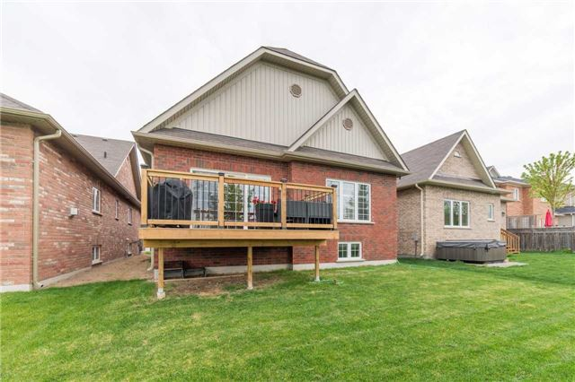 Detached at 15 Nathan Ave, Whitby, Ontario. Image 13