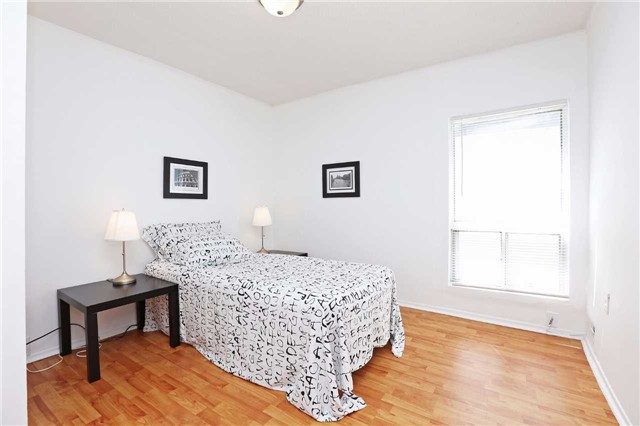 Detached at 318 Rhodes Ave, Toronto, Ontario. Image 15