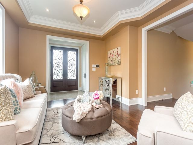 Detached at 52 Cavehill Cres N, Toronto, Ontario. Image 16