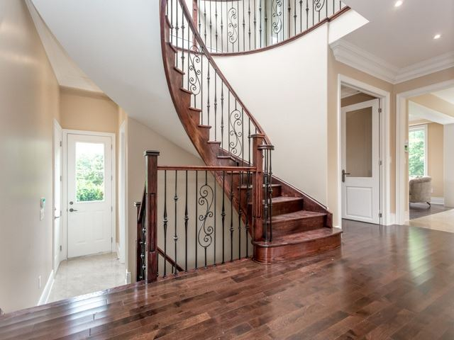 Detached at 52 Cavehill Cres N, Toronto, Ontario. Image 19