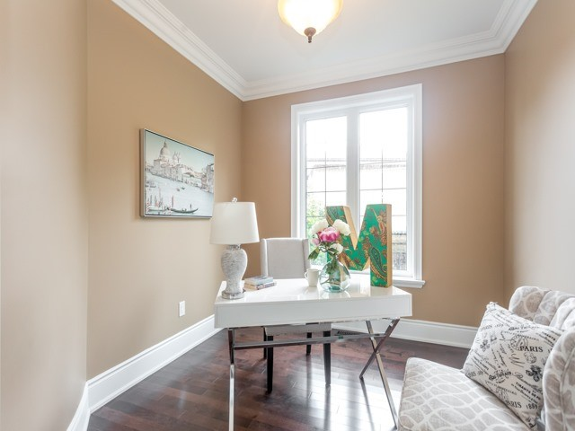 Detached at 52 Cavehill Cres N, Toronto, Ontario. Image 5