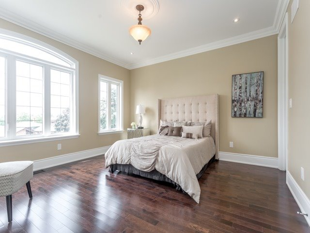 Detached at 52 Cavehill Cres N, Toronto, Ontario. Image 11
