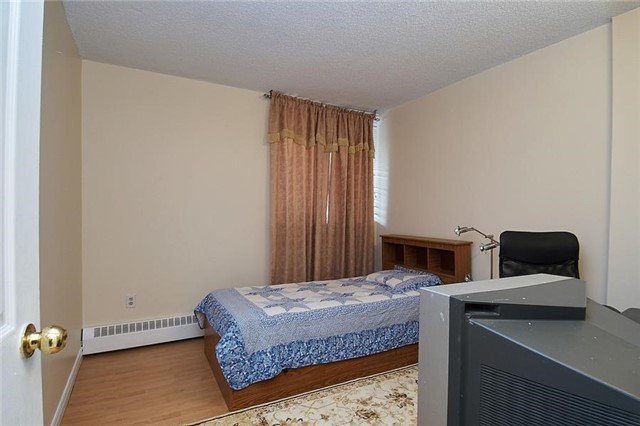 Condo Apartment at 3380 Eglinton Ave E, Unit #212, Toronto, Ontario. Image 6