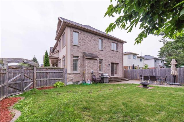 Detached at 18 Springsyde St, Whitby, Ontario. Image 11