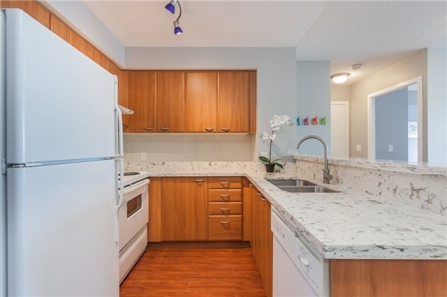 Condo Apartment at 36 Lee Centre Dr, Unit 2509, Toronto, Ontario. Image 2