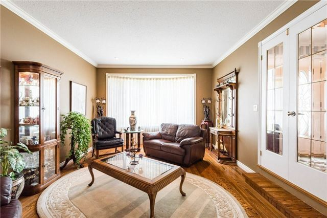 Detached at 5 Hanover Crt, Whitby, Ontario. Image 7