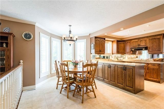 Detached at 5 Hanover Crt, Whitby, Ontario. Image 10