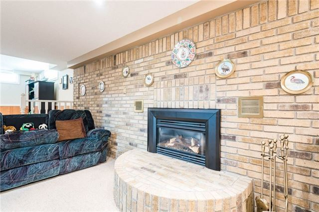 Detached at 5 Hanover Crt, Whitby, Ontario. Image 3