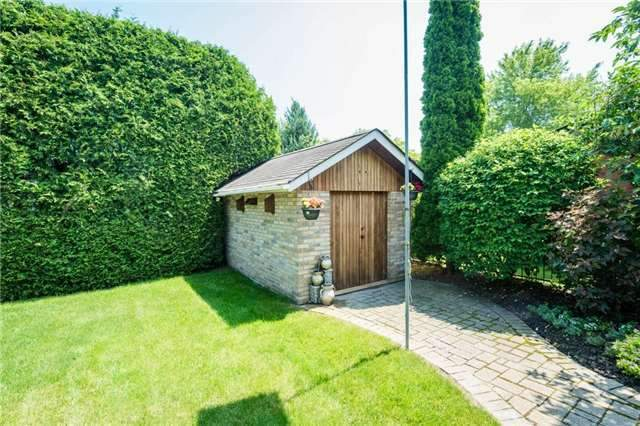 Detached at 5 Hanover Crt, Whitby, Ontario. Image 4
