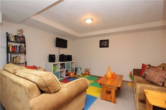 Detached at 792 Bennett Cres, Oshawa, Ontario. Image 7
